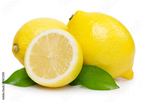 Fotografia Fresh lemon with leaves