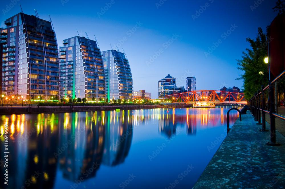 Fototapety, obrazy: 19- three buildings and bridge salford quays