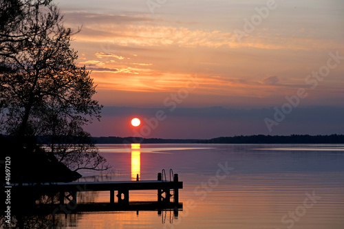 Tuinposter Pier Sunset over lake