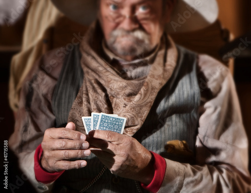 Tela Bluffing Card Player