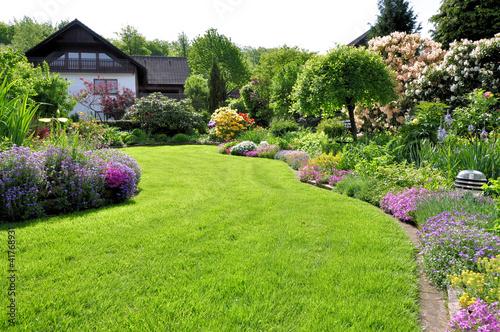 Fotobehang Tuin Garten im Sonnenschein