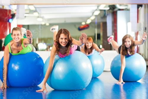 Plakaty o zdrowiu   silownia-fitness-kobiet-trening-i-trening