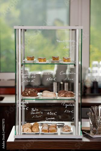 Foto op Canvas Bakkerij kuchen im café