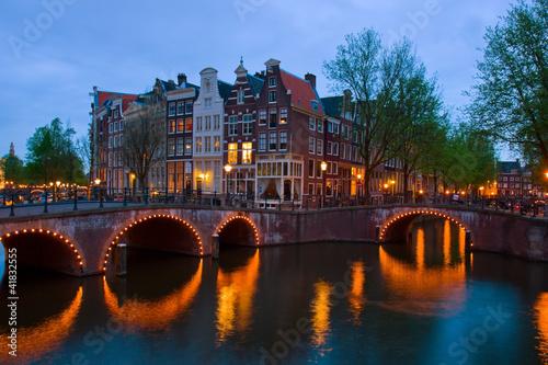 kanaly-amsterdamu-holandia-o-zmierzchu