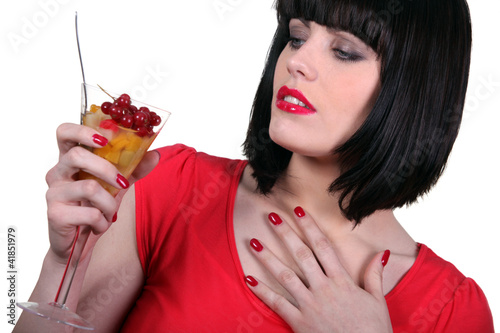 Photo  Woman relishing fruit cup
