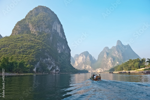 Deurstickers Guilin Li river near Yangshuo Guilin Mountains