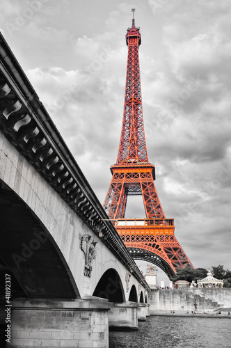 Papiers peints Paris Eiffel tower monochrome and red