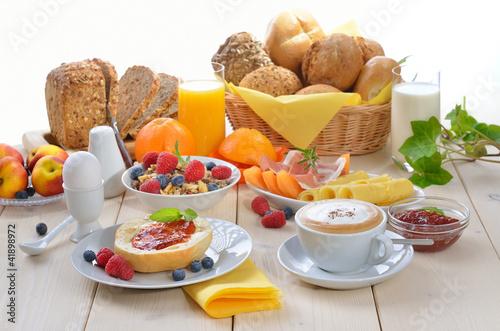 Charming Gedeckter Frühstückstisch