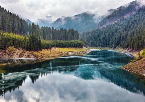 jezioro-galbenu-w-rumunii