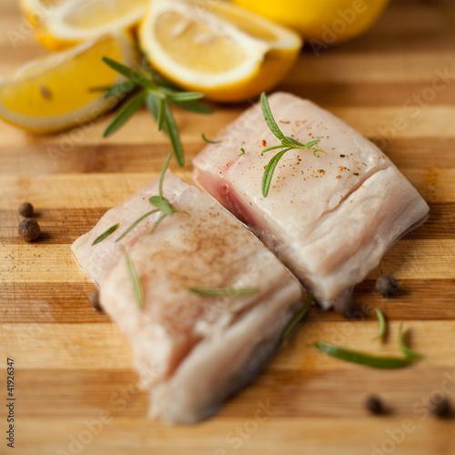 Photo ryba dorsz sola flądra pstrąg karp sum lin mintaj maślana