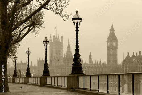 Valokuva  Big Ben & Houses of Parliament, London in fog