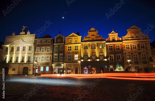 Kamienice i księżyc na Starym Rynku w Poznaniu 3