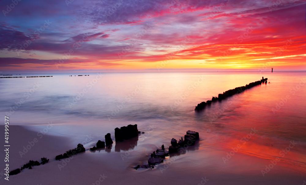 Fototapety, obrazy: Morze Bałtyckie przy pięknym wschodzie słońca na plaży, Polska
