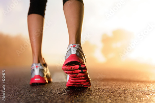 Poster de jardin Jogging Runner feet sunrise