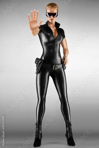 Foto-Doppelrollo - Sexy female security guard. (von Fisher Photostudio)