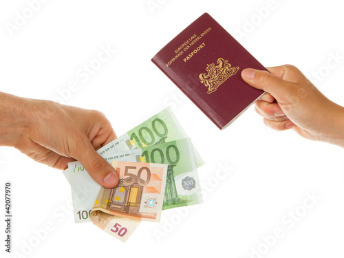 Fotografia  Man paying for passport
