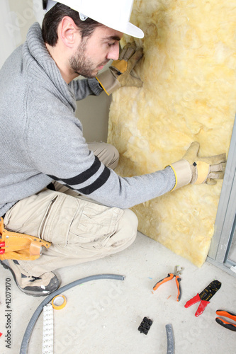 Obraz Man installing insulation - fototapety do salonu