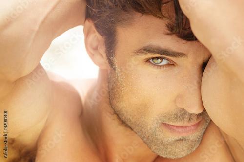 Foto-Doppelrollo - Beautiful man up close (von CURAphotography)