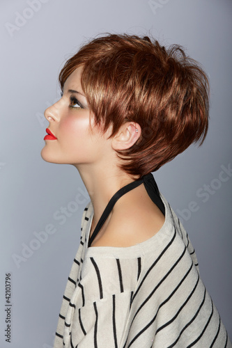 Fotografía  woman with short red hair