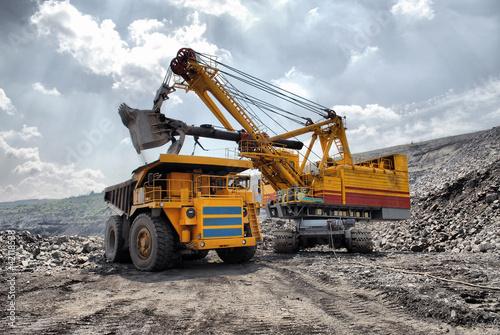 Cuadros en Lienzo Loading of iron ore