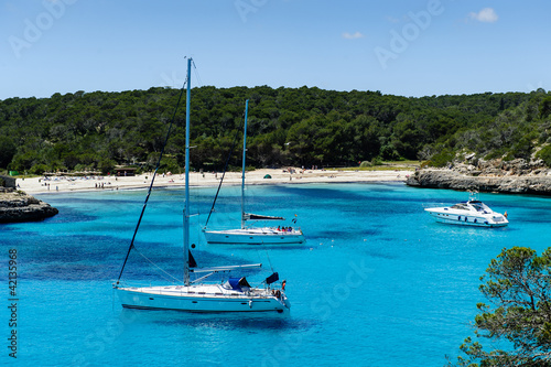 Foto-Leinwand - Charter boat anchorage at Cala Mandrago, Mallorca Island (von AlexanderNikiforov)