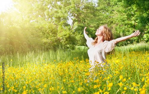 Plissee mit Motiv - beautiful girl enjoying the summer sun