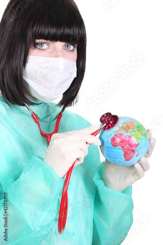 Obrazy tajemniczy ogród   lekarz-slucha-bicia-serca-mini-globu