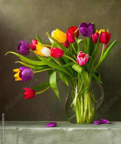 wciaz-zycie-z-kolorowymi-tulipanami