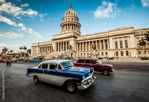Fotobehang Cubaanse oldtimers Havana, Cuba - on June, 7th. capital building of Cuba, 7th 2011.