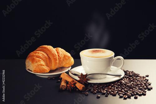 Valokuva  cappuccino e brioches
