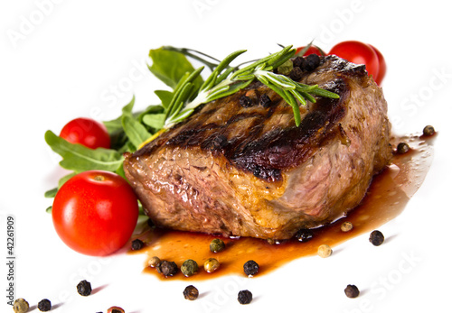 Staande foto Vlees Beef steak medium grilled, isolated on white background