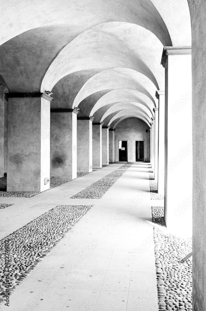 Fototapeta colonnade high key B&W image