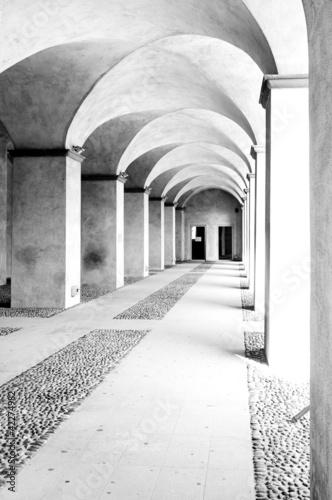 Fototapety, obrazy: colonnade high key B&W image