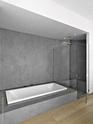 Bagno Moderno Doccia.Vasca E Doccia In Bagno Moderno Buy This Stock Photo And Explore Similar Images At Adobe Stock Adobe Stock