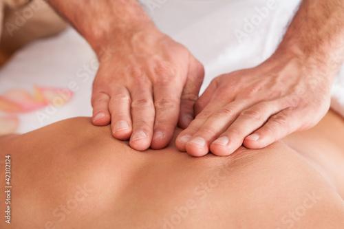 Fotografía  Beautiful young woman getting back massage