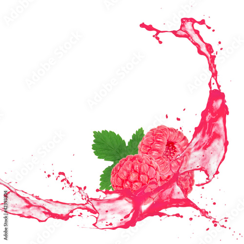 Staande foto Opspattend water Raspberry with splash isolated on white