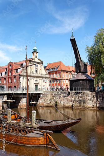 Fotografia, Obraz  Alter Hafen und Kran in Lüneburg, Deutschland