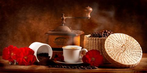 Cappuccino caldo con caffè tostato