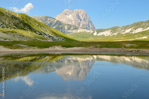 Photo Stands Reflection The lake of Pietranzoni