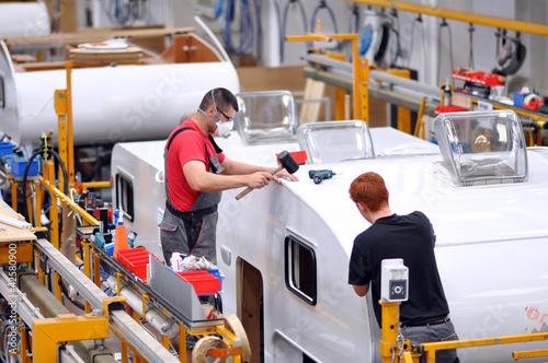 Fliessband Autoproduktion/ Caravans Tableau sur Toile