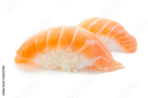 Fotografía  closeup of delicious japanese salmon sushi isolated on white