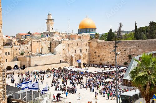 Fotobehang Midden Oosten Jews praying at the western wall in Jerusalem, Israel