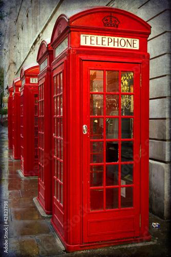 brytyjskie-czerwone-budki-telefoniczne-w-londynie