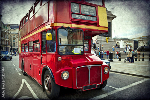 Foto op Canvas Londen rode bus English red bus on the streets of London