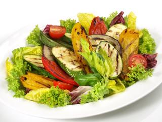 Fototapeta Mariniertes Grillgemüse auf Salat