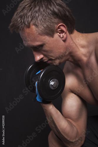 Obraz Ćwiczący mężczyzna - fototapety do salonu