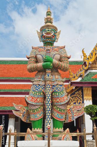 Fotografía  Giant sculpture in Phra Kaew Temple, Bangkok Thailand, Public ar