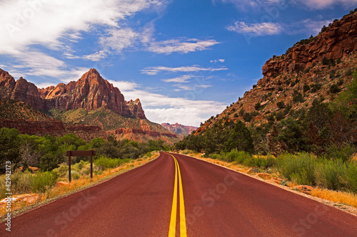 Fotobehang Natuur Park The road in Zion Canyon National Park, Utah