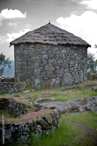 Keltisches Rundes Haus Citania De Briteiros Portugal Buy This