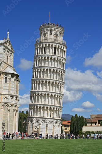 Pisa, Piazza dei miracoli, with leaning tower. - 42972151